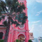 隠れフォトスポット!まっピンクのタンディン教会