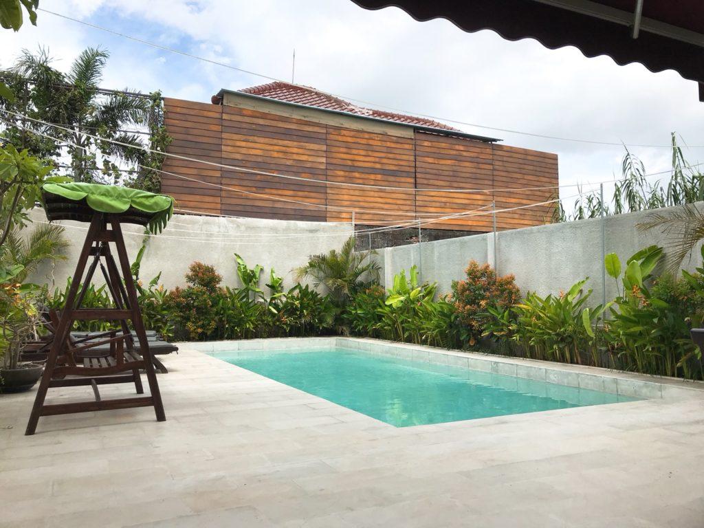 bali_bustle_pool